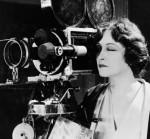 woman-camera-vintage-web
